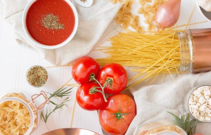 Špagete sa paradajzom, bijelim lukom i bosiljkom ( posno ) uz Favorit